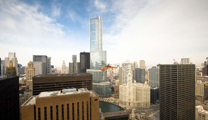 The Hill Group saved thousands of dollars and shortened its project timeline by relying on Erickson Incorporated to place heavy cooling equipment on the roof of a Chicago skyscraper.